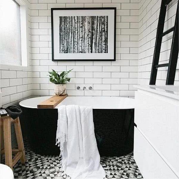 baño de color negro con blanco
