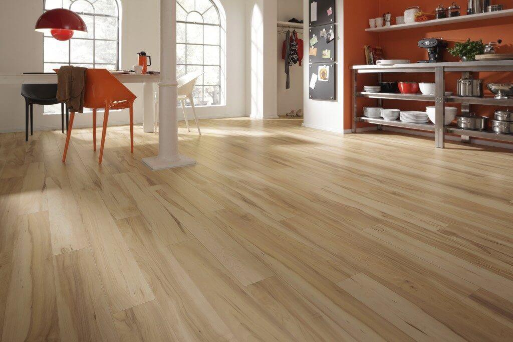 cómo aplicar los distintos tipos de barniz en pisos