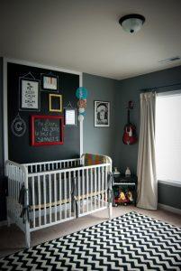 Habitación infantil con pizarra