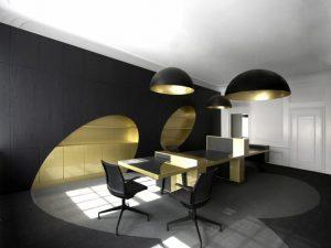 sala color negro con dorado