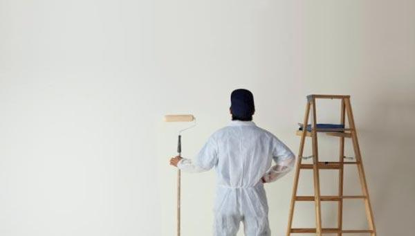 pintor con rodillo