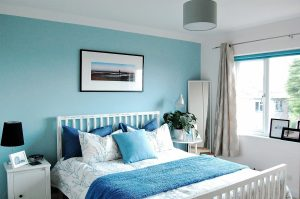 dormitorio color azul cielo
