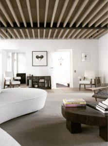 sala minimalista con detalles de madera
