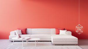 sala color coral con sillones beige