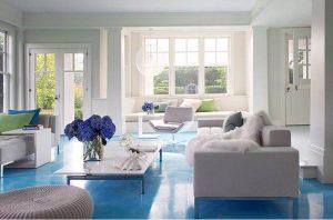 sala con baldosas azules