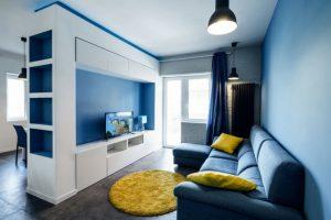 sala de estar con paredes grises y azules