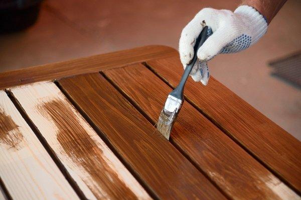 ¿Barniz o pintura para proteger los muebles?